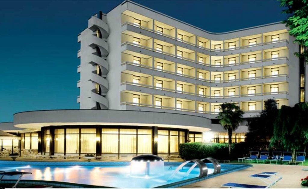 hotel_commodore